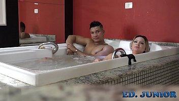 Depois da forte gravação de sexo é hora de relaxar - Ed Junior - Rafaella Denardin - by Binho Ted