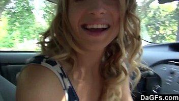 Блондинка в авто секс фото