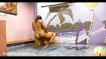 Couples Doing Sex in Pool - indianSexMms.co