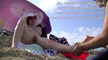 Sexy nude wife at a beach Vorschaubild