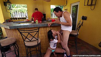 Holly Hendrix Has Some Fun With Her Dad'_s Friend (dfmd15108)