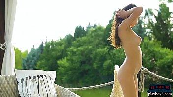 Perfect brunette babe gives a striptease and poses Vorschaubild