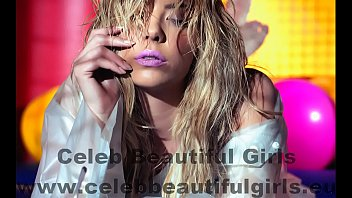 Ashley Benson Complex Magazinban