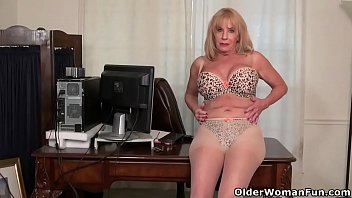 Pussy karen summer - Usa gilf karen summer gives her old pussy a treat