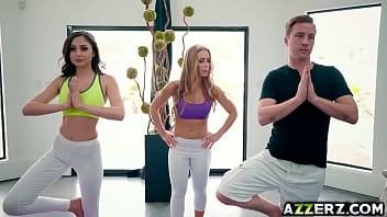 Sizzing threesome fucking after yoga session