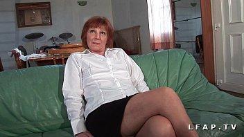 Mature francaise poilue defoncee et fistee par un jeunot thumbnail