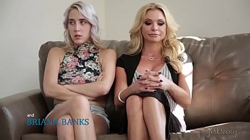 Squirting lesbian porn with Cadence Lux, Briana Banks and Sandy Fantasy