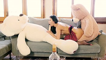 Penis in a stuffed toy Valentina bianco first time 3some with teddy bears