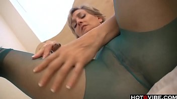 Short hair mature playing with her sex toys