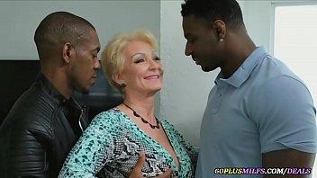 Doi negri ia o mama la pula asa cum le place lor