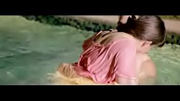 Swiming Pool Kissing