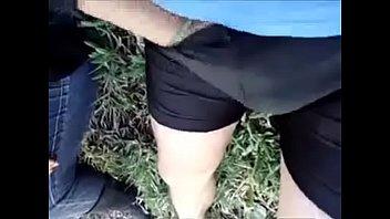 Biciclista convence por dinero a ingenua de mamarsela