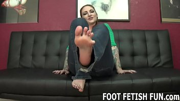 Arch foot high sexy - Let me show off my sexy feet for you while you jerk off