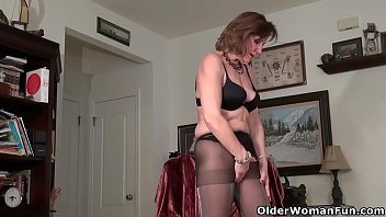 Bossy matures American gilf penny gives her old pussy the finger treatment