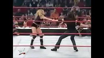 Stephanie McMahon vs Trish Stratus No Way Out 2001. Vorschaubild