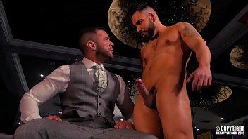 Las vegas bisexual escort Noel santoro y denis vega se ponen cachondos en el jacuzzi