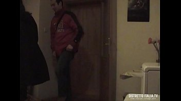 Sesso in camera con la moglie del mio collega mentre riprendo tutto con telecamera nascosta