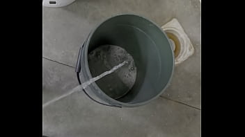 Bottom drain 5 gallon container Peeing in a bucket