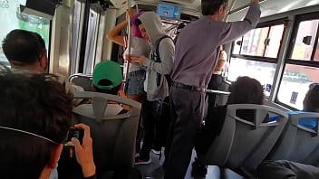 Comenzo como un arrimón en el metrobus y termine montada encima de su verga (Twitter: @Hyperversos2)