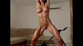 Shredded Cam Girl Showing Her Sexy Muscles Vorschaubild