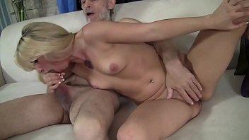Young blonde sucks and fucks an old man Vorschaubild