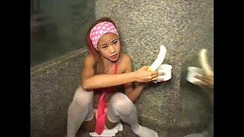คลิปโป๊สาววัยรุ่นสุดเงี่ยนเธอนั่งเสียว อมควยหนุ่มฝรั่งใหญ่ยาวน้ำอสุจิ
