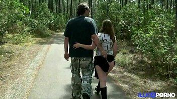 Stephanie se fait prendre dans les bois, enceinte et entourée de voyeurs [Full Video]