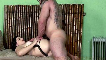 Video porno novinha empregada fodendo