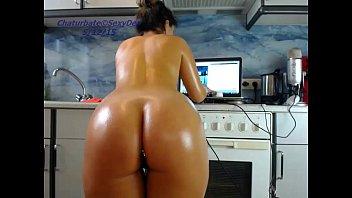 girl sexydea flashing pussy on live webcam