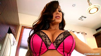 LiveGonzo Lisa Ann MILF Fucking a Young Guy Thumb