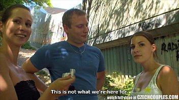 CZECH COUPLES Young Couple Takes Money for Public Foursome Vorschaubild