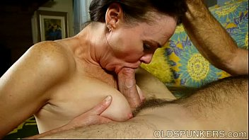 Hot thin babe fucks - Super sexy slim old spunker is such a hot fuck and loves facials