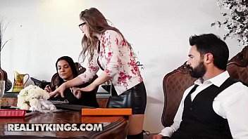 Sneaky Sex - (Charles Dera, Lena Paul) - Plowing The Wedding Planner - Reality Kings 10分钟