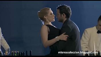 Anna Jimskaia Chupando Verga En Escena De Monamour (Tinto Brass - 2005 - Español
