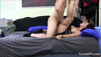 Deutsche MILF fickt mit Jungspund in Amateur Porno Video