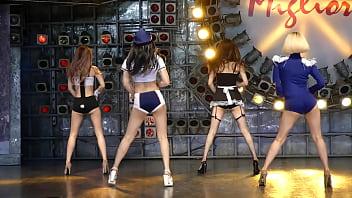 公众号【是小喵啦】护士&女仆&兔女郎&乘务员制服超H性感热舞