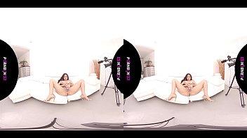 PORNBCN VR 4K   POV con las latinas de tetas grandes Canela Skin y Katrina Moreno simulando que follan contigo en realidad virtual. Extra final lesbico con Valentina Bianco , videos completos en pornbcn.com realidad virtual latina latinas porno espa&ntild Vorschaubild