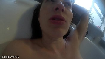 T smith nude - Kissing your girlfriend in the bath