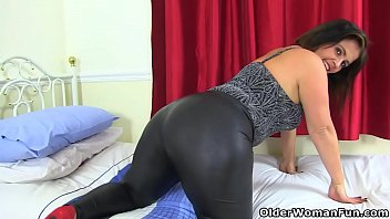 Swinger older videos Big butt milf montse swinger in leggings will get you hard