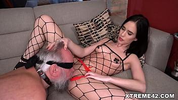 Sexy Nikki Fox punishes old grandpa