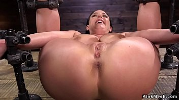 Strapped huge tits slut pussy fucked 5分钟