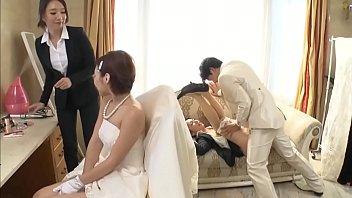 Husband fucking braidmaid behind wife