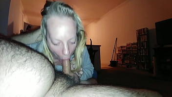 Clip Blonde Cheating With Her Mouth