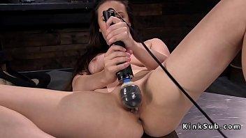 Babe squirts and anal fucks machine