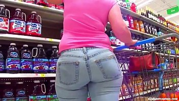 Candid - Soccer Mom Gone Shopping in Thick Jeans