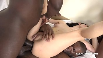 Valentina Bianco discovers the Blacked Feeling with 2 cockc in her Ass!
