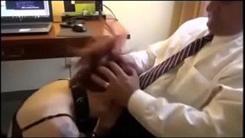 Viejo castiga a joven.......Gane dinero facilmente con nuestro poderoso sistema https://ronaldtruncstalker.wixsite.com/slmoney