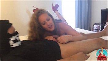 Entreguei minha esposa de olhos vendados para o estranho fuder - cuckold real amador forte - completo no RED thumbnail