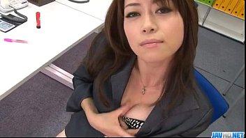 Amateur fanny - Office bimbo, maki hojo, plays with her fanny