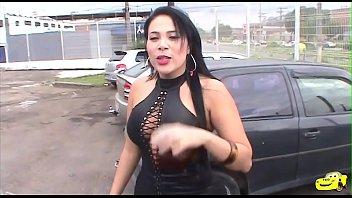 Soraya Carioca, a famosa tatoo sendo feita